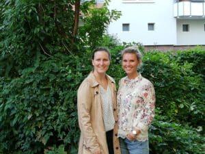 Frau Leushacke und Frau Braun im zukünfigen Garten